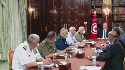 """havai fisek -  - Tunus'ta Başbakan görevden alındı, meclisin yetkileri donduruldu, halk kutlama yaptı - Tunus Meclis Başkanı El-Gannuşi: """"Anayasaya karşı bir darbe"""""""