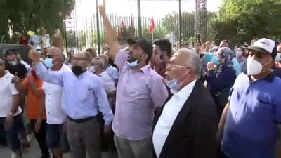 makam araci - TUNUS - Tunus emniyet güçleri Meclis önünde toplanan darbe karşıtları ve destekçilerine müdahalede bulundu (2)