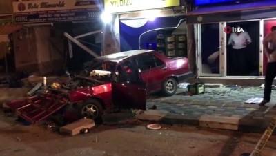 alkol -  Asker eğlencesinden dönen sürücü önce iki dükkana ardından kaldırımdaki yayalara çarptı: 1 ölü, 5 yaralı Videosu