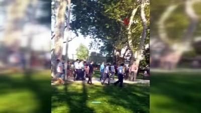 bicakli kavga -  Gezi Parkı'nda zabıta ile seyyar satıcıların sopalı bıçaklı kavgası kamerada