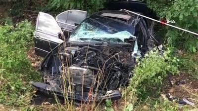 memur -  Memurları taşıyan otobüs otomobil ile çarpıştı: 18 yaralı