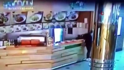 Tezgahın arkasına atlayıp para çaldı: Soğukkanlı hırsız kamerada