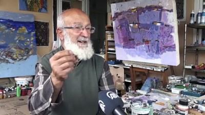 kahvehane - TRABZON - Emekli resim öğretmeni yaşadığı apartmanı resim galerisine dönüştürdü