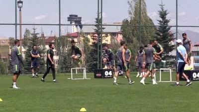 sayilar - ERZURUM - Konyaspor Teknik Direktörü İlhan Palut, takımda 3 bölgeye transfer yaparak lige başlamak istiyor