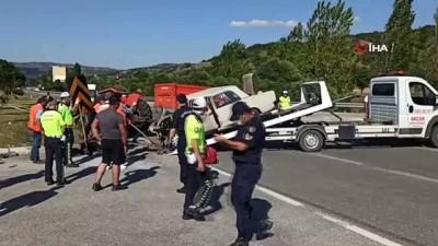 polis memuru -  Çorum'daki trafik kazasında hayatını kaybedenlerin sayısı 3'e yükseldi