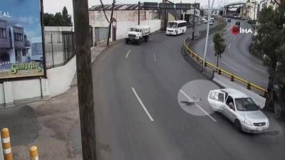 - Küçük çocuk seyir halindeki araçtan yola düştü