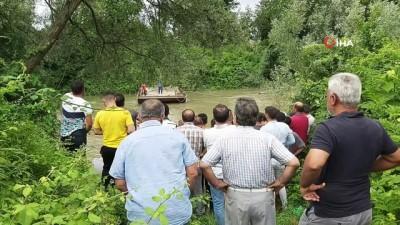 Hayvanlara yem vermek isteyen genç, Sakarya Nehri'nde kayboldu