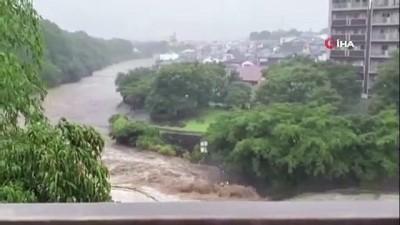 - Japonya'yı vuran sel ve heyelanın bilançosu netleşiyor: 2 ölü