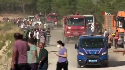 kacis -  Manavgat'ta yangından korkan vatandaşlar bölgeden böyle kaçtı