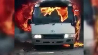 teror saldirisi -  - Somali'de futbolcuları taşıyan otobüse bombalı saldırı: 4 ölü, 10 yaralı Videosu
