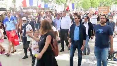 """guzergah -  - Fransa'da aşı karşıtları bir kez daha sokağa indi - Paris sokaklarında """"Katil Macron"""", """"Macron istifa"""" ve """"Özgürlük"""" sloganları"""