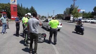 motosiklet surucusu -  Isparta'da otomobil ile motosiklet çarpıştı: 1 yaralı Videosu