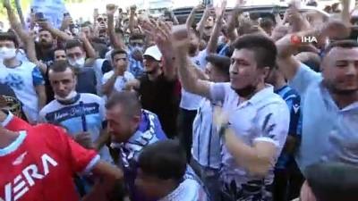 tezahur - Mario Balotelli'ye Adana'da coşkulu karşılama