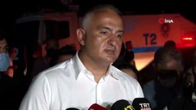 """Turizm Bakanı Ersoy: """"Yangın yerleşim yerlerinden uzakta"""""""