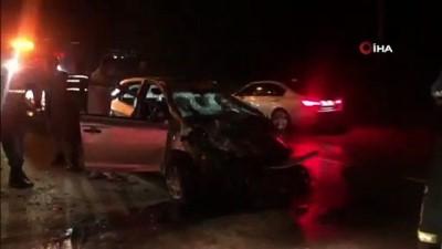 112 acil servis -  Elektrik direğine çarpan otomobil takla attı: 1'i ağır 3 yaralı Videosu