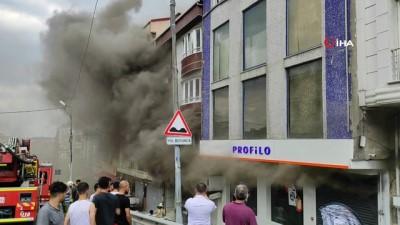 Esenyurt'ta mobilya dükkanında korkutan yangın
