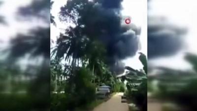 - Filipinler'de 85 kişiyi taşıyan askeri uçak düştü:17 ölü, 40 kişi kurtarıldı