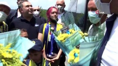tezahur - Fenerbahçe kafilesi Düzce'de