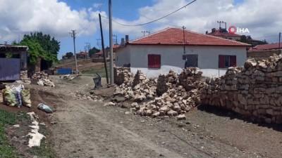 koy yollari -  Şiddetli yağış köy yollarını dereye çevirdi