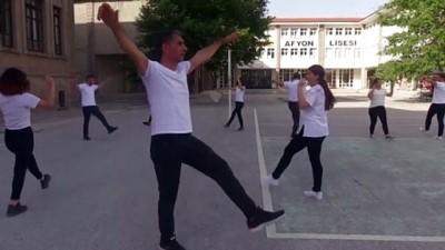 sinif ogretmeni - AFYONKARAHİSAR - 20 öğretmen halk oyunları öğrendi