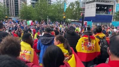 tezahur - LONDRA - İtalya - İspanya maçına doğru - Taraftarların tezahüratları