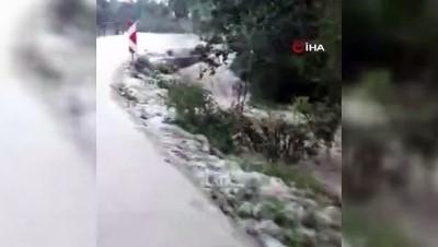 Kastamonu'da sağanak yağış nedeniyle bir köy su altında kaldı
