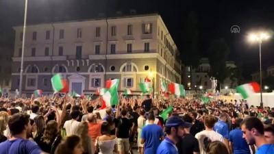 havai fisek - ROMA - İtalya Milli Takımı'nın EURO 2020'de finale çıkması coşkuyla kutlandı (2)