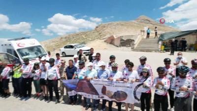 heykel -  50 bisikletçi Nemrut Dağı'na ulaştı