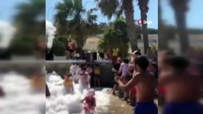 musilaj -  Bodrum'da denizde yapılan köpük partisi görenleri şoke etti