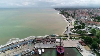 salda - DÜZCE - (DRONE) Akçakoca'da yağış sonrası oluşan çamurlu su denizin rengini değiştirdi