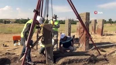 nitelik -  Selçuklu Meydan Mezarlığı'nda İlhanlı dönemine ait kemerli yeni mezar taşı tespit edildi