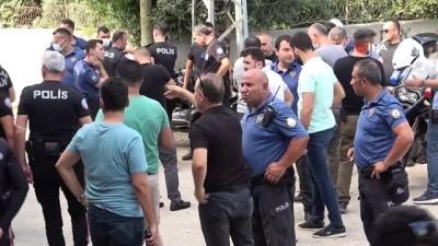 cevik kuvvet -  Adana'da kavgayı ayırmaya giden polise kamyonet çarptı