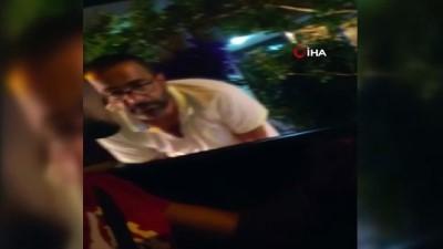 Kadıköy'de değnekçilik yapan şahıs sivil polisler tarafından suçüstü yakalandı
