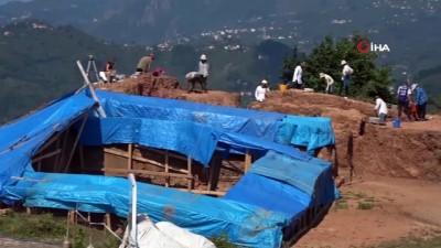 2010 yili -  Kurul Kalesi'nde 2 bin 300 yıllık silah deposu