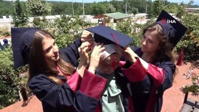 okul bahcesi -  Üçüz kardeşler aynı okuldan dereceyle mezun oldu