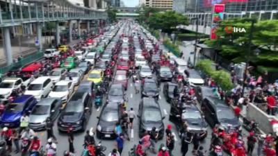 protesto -  - Bangkok'ta yüzlerce araçlık hükümet karşıtı protesto
