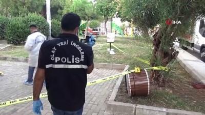 bicakli kavga -  İzmir'de parkı kana buladılar: 1 ölü, 3 yaralı
