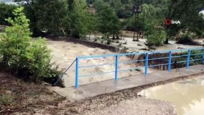 cokme -  Karabük'te köprü çöktü, yol ulaşıma kapandı