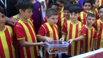 Minikler harçlıklarıyla fidan kampanyasına bağışta bulundu