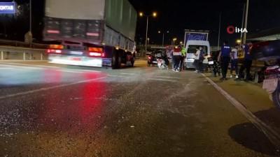 motosiklet surucusu -  D-100 'de otomobil ile çarpışan motosikletli kurye ağır yaralandı Videosu