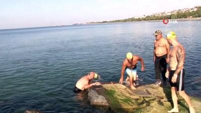 musilaj -  Her sabah yüzerek güne başlıyorlar