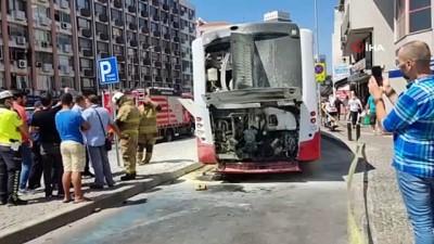trafik polisi -  İzmir'de otobüsün motor bölümündeki patlama paniğe yol açtı