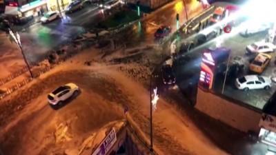 gurultu -  Şimşekler geceyi aydınlattı, dolu yağışı kent merkezini beyaza bürüdü