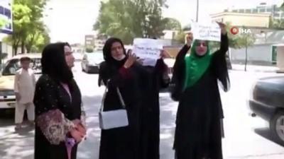 protesto -  - Afganistan'da 4 kadın Taliban'ı protesto etti
