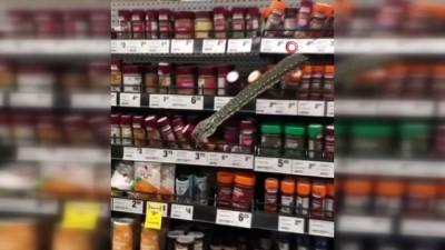 supermarket -  - Avustralya'da süpermarket rafından çıkan piton korkuttu