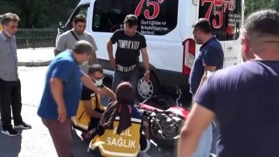 motosiklet surucusu -  Ereğlü'de motosiklet ile servis çarpıştı: 1 yaralı
