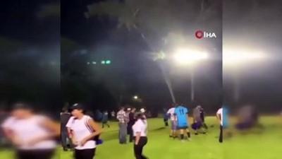 futbol maci -  - Honduras'ta linç edileceğini düşünen hakem silah çekti