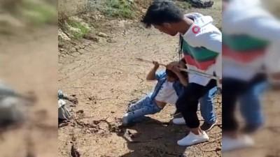 ipekyolu -  Çamura saplanan 2 çocuğu böyle kurtardı