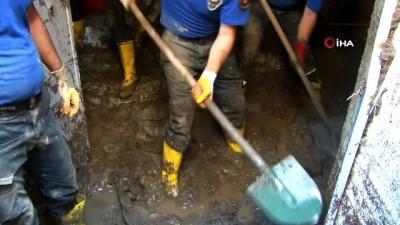 Sel felaketi bölgesinde 300'e yakın vatandaşı kurtaran kahraman tim