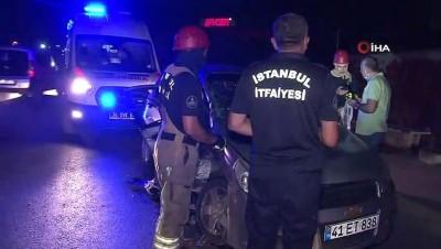 elektrik diregi -  Arnavutköy'de 2 otomobil çarpıştı: Anne ve 2 çocuğu yaralandı